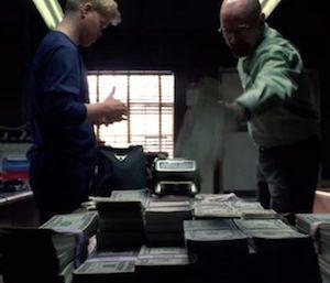 Todd與Walter一起工作時穿著藍色