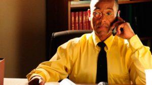 Gus常穿著黃色襯衫